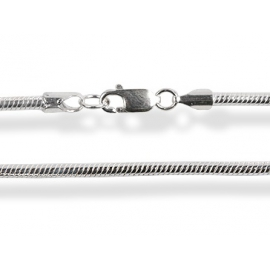 Szögletes alakú ezüst kígyólánc.