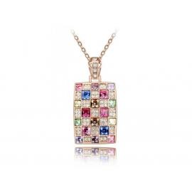 Aranyozott nyakék téglalap alakú medállal, mely különböző méretű és színű Swarovski kristályokkal van kirakva.