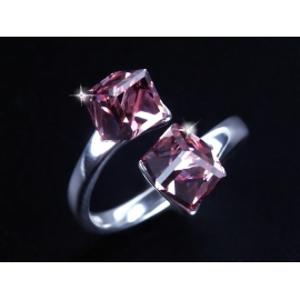 Ezüst kétkockás Swarovski kristálygyűrű.