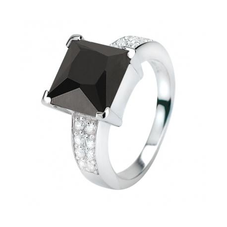 Zinz ezüst gyűrű, nagy fekete kővel