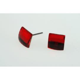 Swarovski kristálynégyzet alakú ródiumos nikkelmentes, antiallergén ötvözetű fülbevaló.