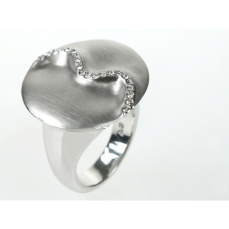 Kör alakú ródiumos nikkelmentes, antiallergén ötvözetű gyűrű Swarovski kristállyal díszítve.